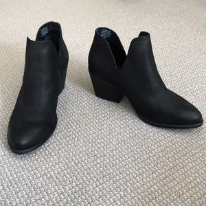 NEW Steve Madden Boots Booties Black Leather Slit