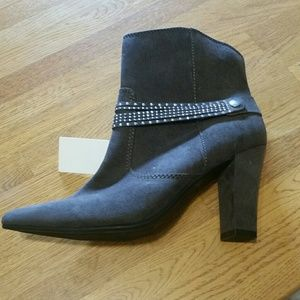 Gra y ankle boots