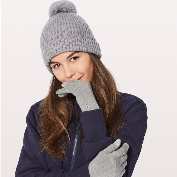 lululemon toque And Wool be Toasty gloves 58dbbe901b8
