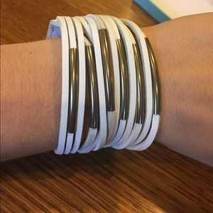 Jewelry - White leather and metal bracelet