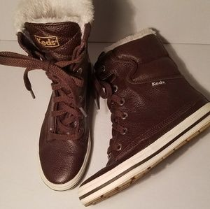 NWOT Less furry boot high ankle sneakers sz 5 1/2