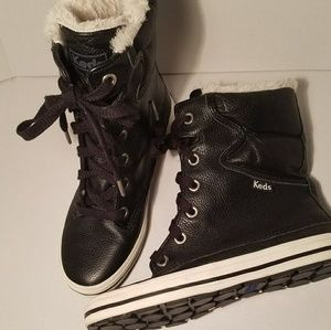 NWOT Less furry boot high top sneakers sz 5 1/2