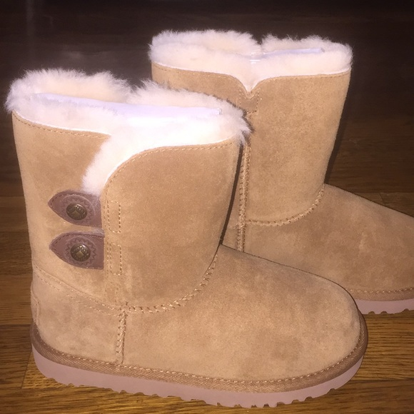 8f43888cb65 UGG Boots Kids Maybin Chestnut Brown New With Tags