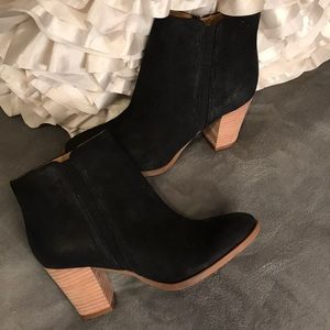 NWOT Franco Sarto suede ankle boot