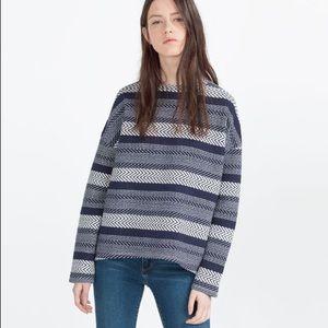 Zara Textures sweatshirt S blue and white