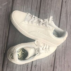 NWOT Size 9 Puma Sneakers