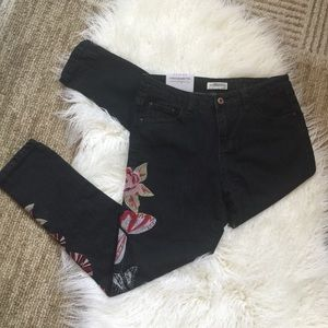 Zara NWT Cigarette relaxed embroidered jeans