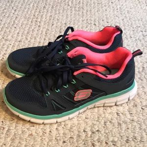 NEW WITH TAG! Skechers memory foam shoes, size 8