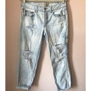 AE boyfriend crop light distressed denim jeans 👖