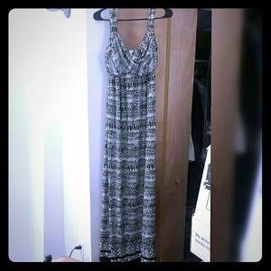Like new!  Max Studio Maxi Dress Size Small