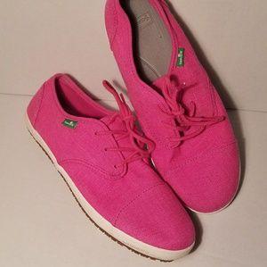 NWOT Sanuk lace up tennis shoes size 7