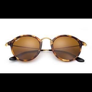 Ray-Ban Round Fleck In Tortoise; Gold
