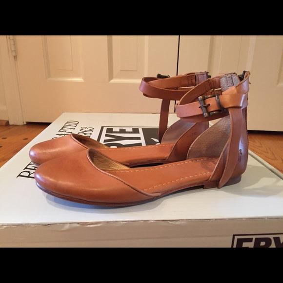 FRYE Phillip 9M COGNAC BROWN or BLACK Leather Seam Ankle Strap Flat Sandals