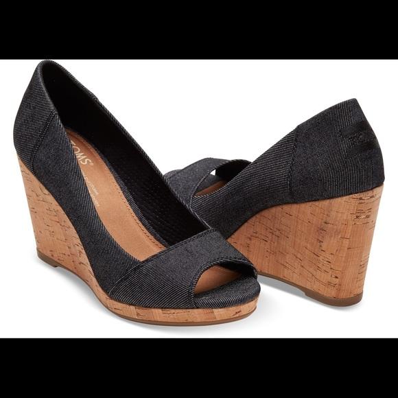 34b07e1b8b6 NWOT Toms black denim Stella peep-toe wedges