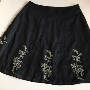 Betsey Johnson Embroidered Skirt sz 10