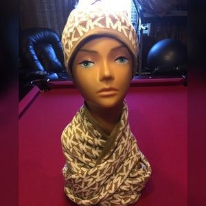 Michael Kors Hat and scarf price firm
