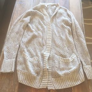 Light weight sweater with pockets