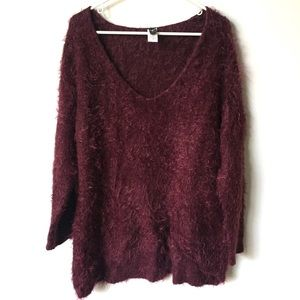 Windsor Burgundy Furry V-Neck Sweater Size Small