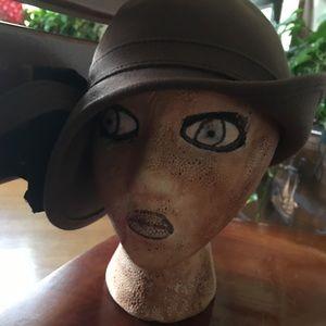 ADOLFO HAT