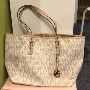 Micheal Kors white tote bag like new condition