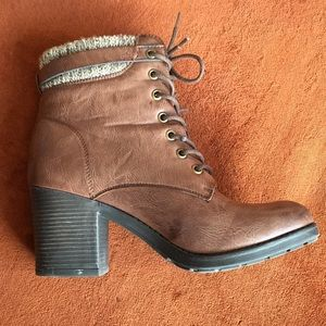 Mia brand size 9 lace up bootie