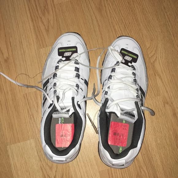 24493fd35563 Men s size 9.5 Sneakers NWT Skechers style 51242.