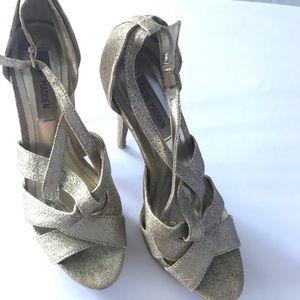 ✨Steve Madden Beautiful golden glittered heels ✨