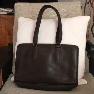 vintage coach brown leather shoulder bag!