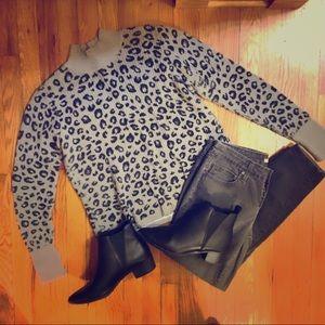 🆕🙋🏾Apt. 9 Black/Gray Animal Print Sweater- L
