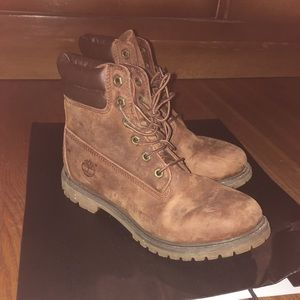 USED Women's BROWN TIMBERLANDS