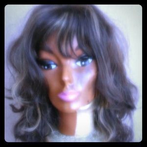 Synthetic wig with blonde highlights! New