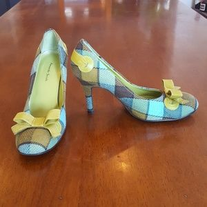 Adorable fabric pumps