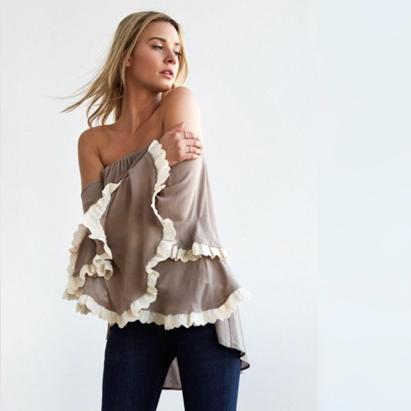 79cb0c318b828 Noa Elle YELLOW off the shoulder crochet sleeve. M 5a1747e0c28456a69203f4bd