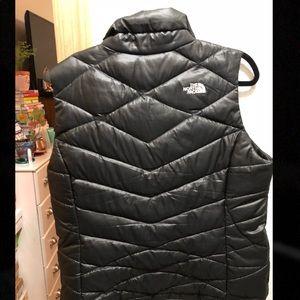 North Face 550 Black Vest