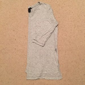 Calvin Klein • high low t shirt
