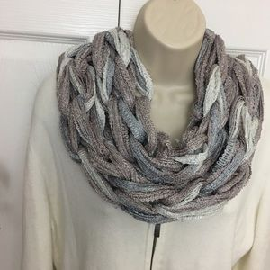 Buy1give1 ✋🏼Handmade Frosted Scarf