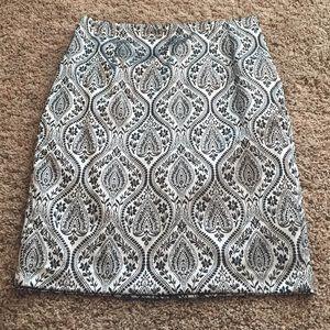 Gorgeous Worthington brocade print pencil skirt