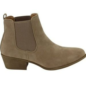 Classic Chelsea Pull On Ankle Boots