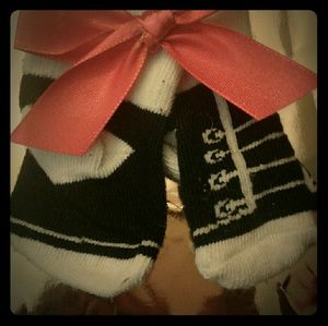 Other - FINAL SALEPairOf baby socks and a babyred bow clip