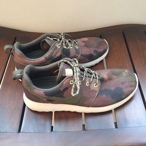 Nike roshe one camoflauge shoes size 7.5