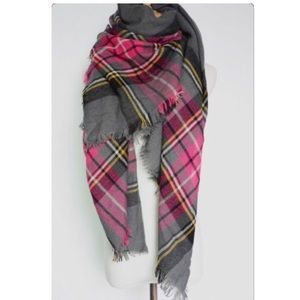 JUST IN! NWT Cuddly Pink/Gray Plaid Blanket Scarf