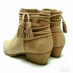 VINCE CAMUTO SUEDE TAUPE TASSLE ANKLE BOOTS
