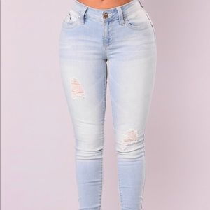 Fashion Nova Light Blue Jeans Size 3