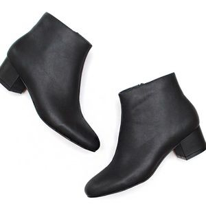 BARELY WORN Jeffrey Campbell Black Booties
