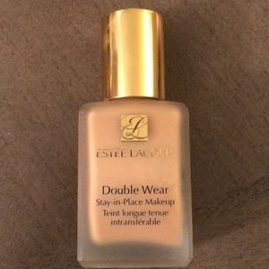 Estée Lauder Double Wear Makeup