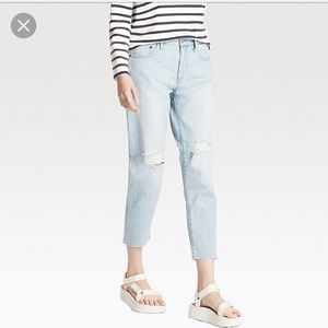 Like-New Slim Boyfriend Fit Ripped Ankle Jeans