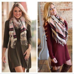 ✨LAST ONE✨Aztec print fringe scarf