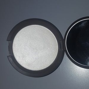 Becca shimmering skin perfector in pearl