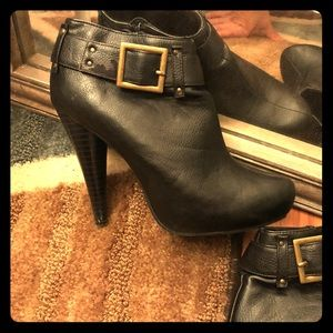 Black leather booties by Michael Antonio sz 9 sexy