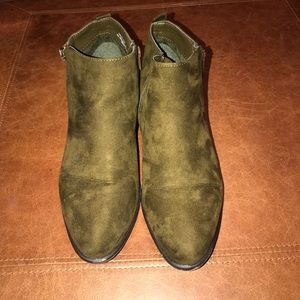 Gently Used Suede Booties
